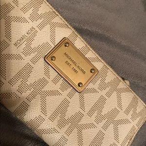 Michael kors logo signature wallet pre owned